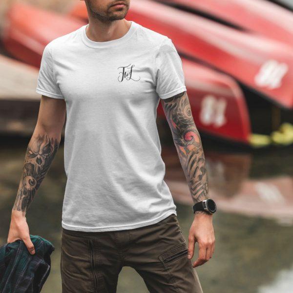 Белая мужская футболка Маленький логотип FWL