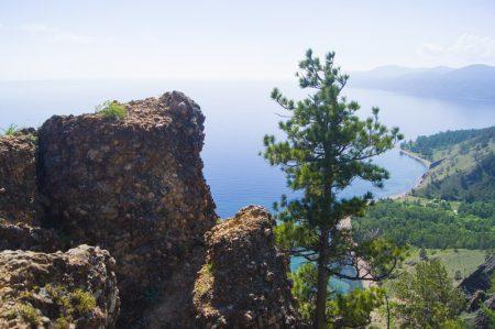 Вид на Байкал со скалы Скрипер