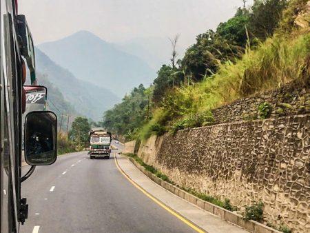 По Непалу на автобусах