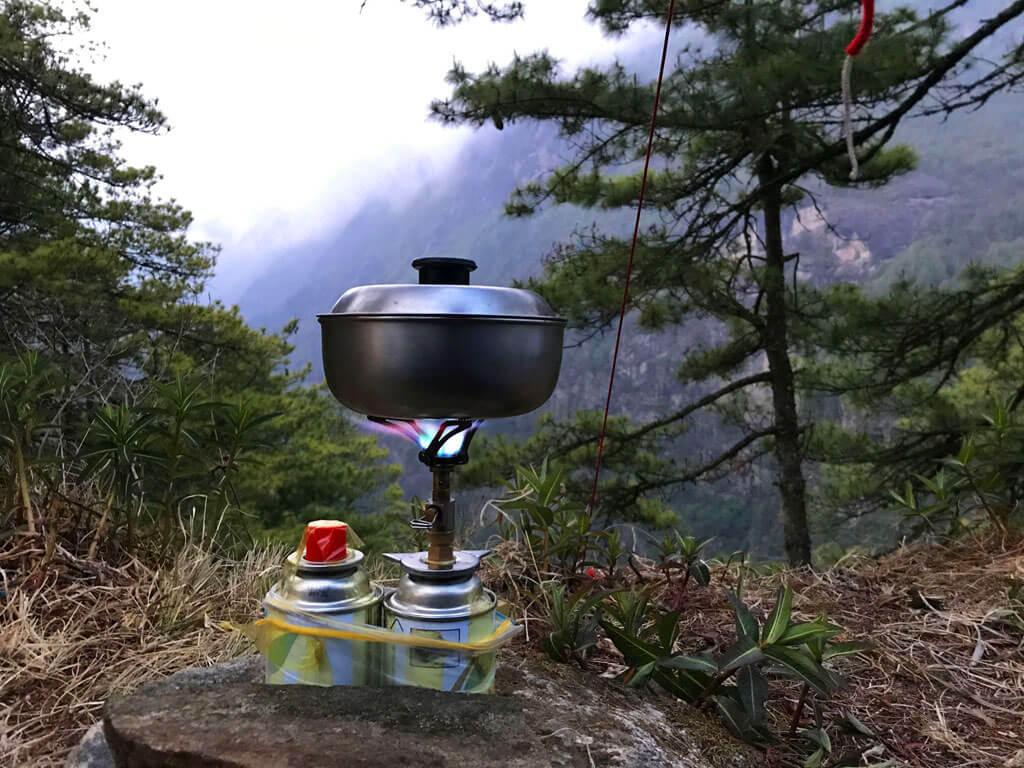 Приготовление еды на тропе в Непале
