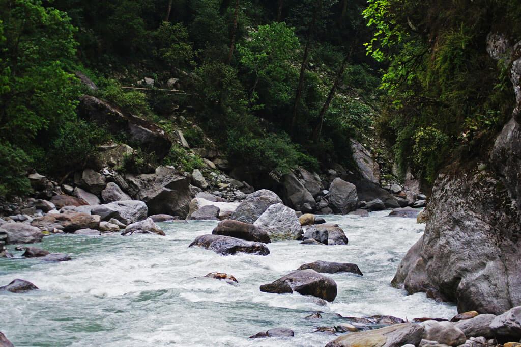 Горная река, Непал. Не Гокио