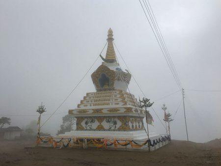 Трекинг в Непале. Вершина горы. Ступа
