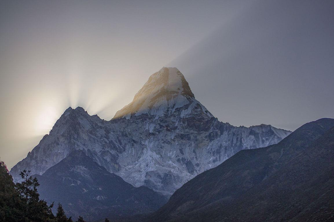 Рассвет над горой Ама Даблам, Непал